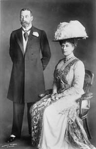 queen_mary_wearing_wide_hat